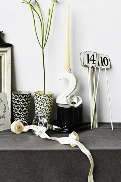 Antique White & Black Cashier's Key Stakes (1-10/15) | BHLDN