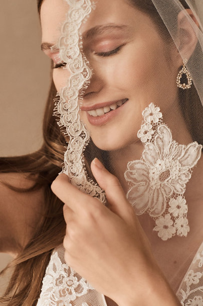 Debra Moreland Ivory Scalloped Fingertip Veil | BHLDN