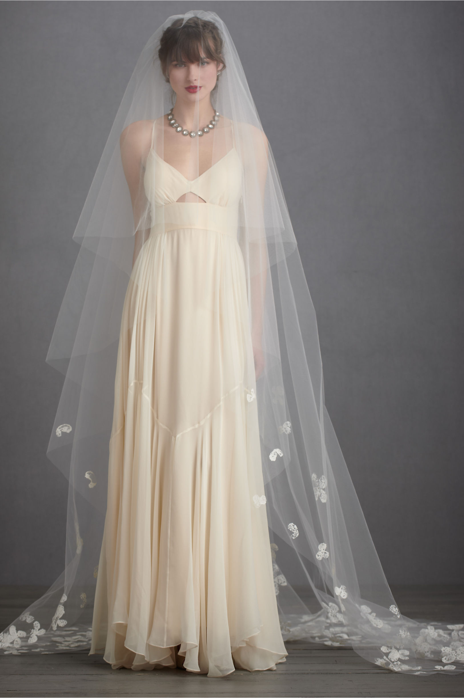 Arte color estamparia divinopolis - Debra Moreland Diamond White Buoyant Blooms Veil Bhldn