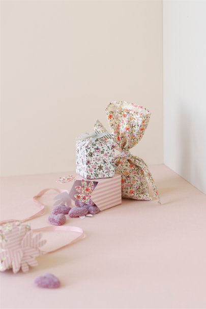 Multi Fresh-As-A-Daisy Favor Boxes (12) | BHLDN