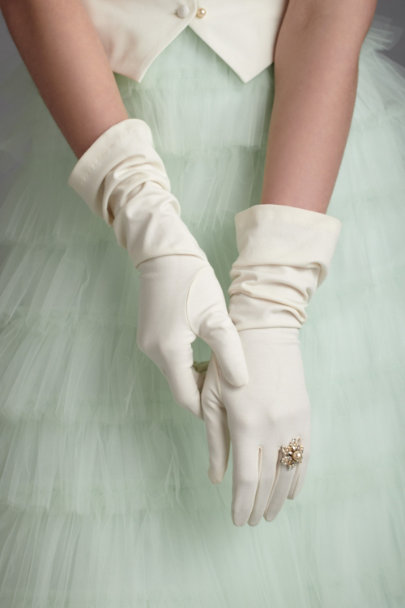 Debra Moreland Ivory Covenant Gloves | BHLDN