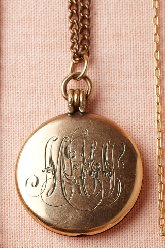 Colure Locket
