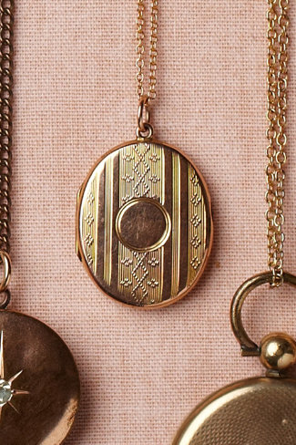 Delicate Motif Locket