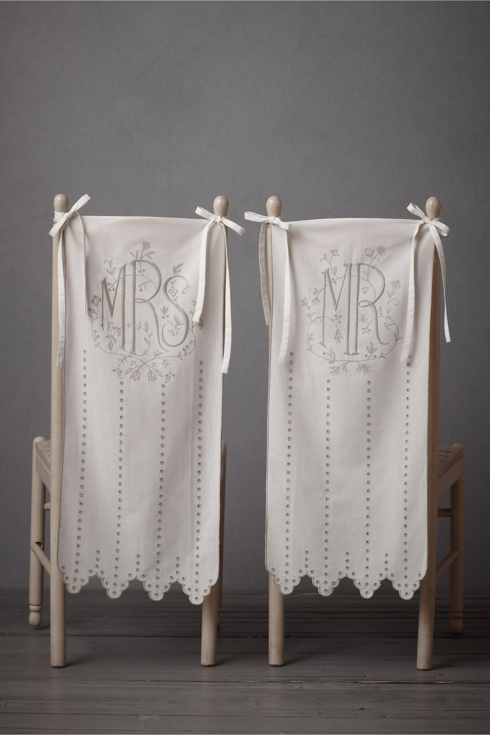 Eyelet Chair Banners in Sale