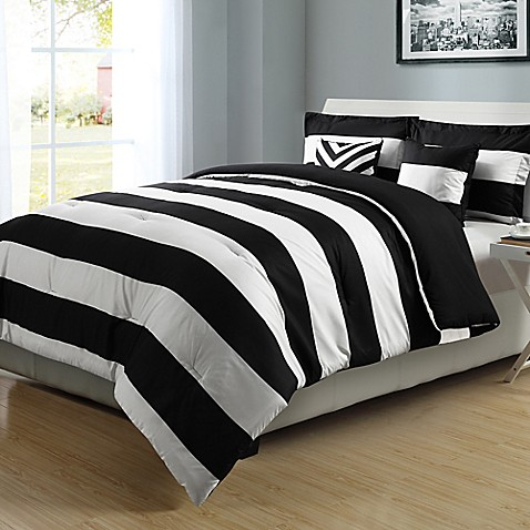 Graphic Stripe Reversible Comforter Set In Black White
