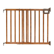 Summer Infant® Deluxe Stairway Simple-to-Secure Gate