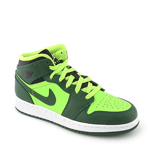 b56d86db864 Nike Jordan Air Jordan 1 Mid (GS) youth sneaker