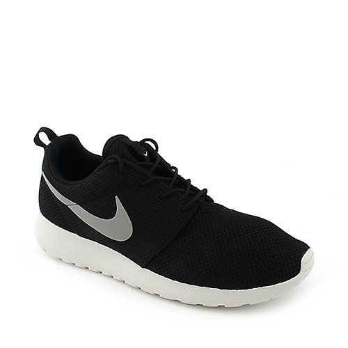 Nike Rosherun mens black athletic running sneaker