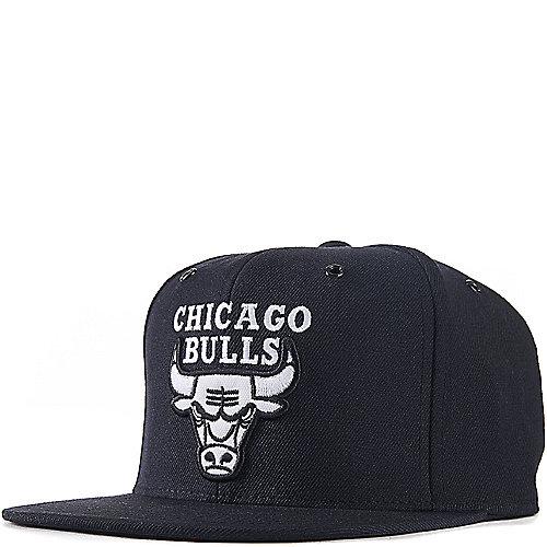 81b087f37ac Chicago Bulls Fitted Cap Black