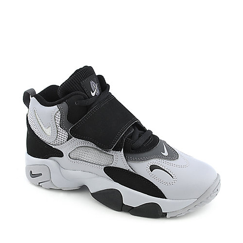 Nike Speed Turf youth athletic basketball sneaker