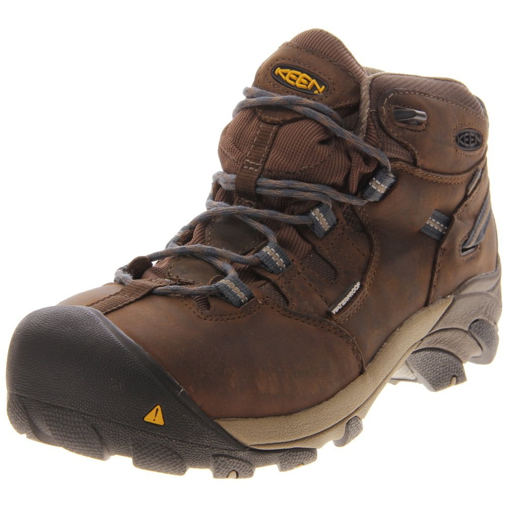At SHOEBACCA our passion is 3aaa.ml have been satisfying our value-oriented customer's athletic footwear needs since We offer the best prices on some of the most popular name brands and styles in athletic and other footwear.