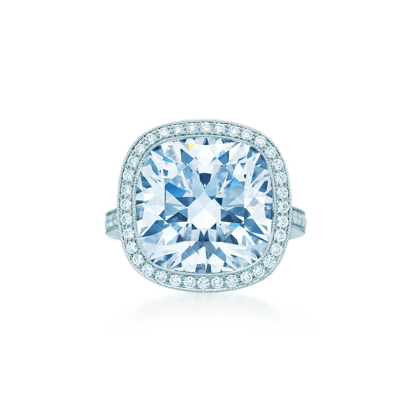 Cushioncut Diamond Ring