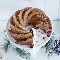Cranberry & Pistachio Cake with Aran Goyoaga