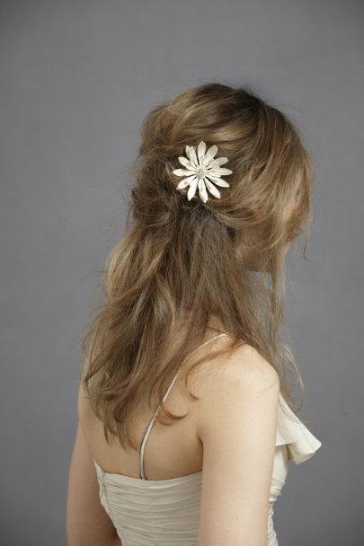Debra Moreland Ivory Frosted Mum Hairpin | BHLDN