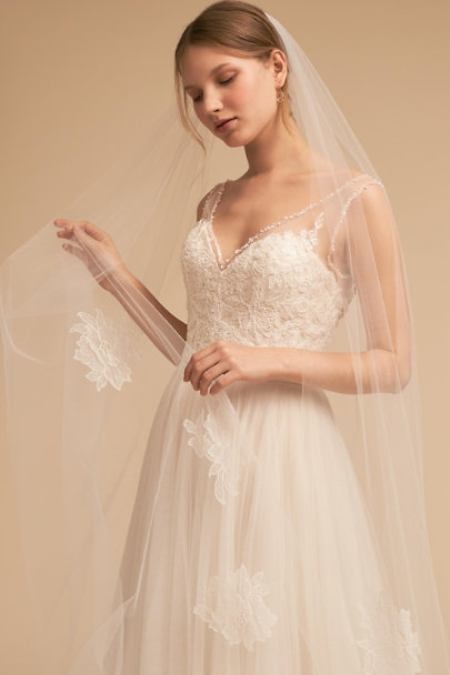 Paris by Debra Moreland Ivory Garden Path Veil | BHLDN