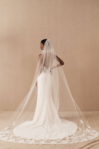 500 Vintage Style Dresses for Sale | Vintage Inspired Dresses Amsale Lucine Cathedral Veil $395.00 AT vintagedancer.com