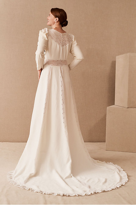 Vintage 1940s Lace Puff Sleeve Gown