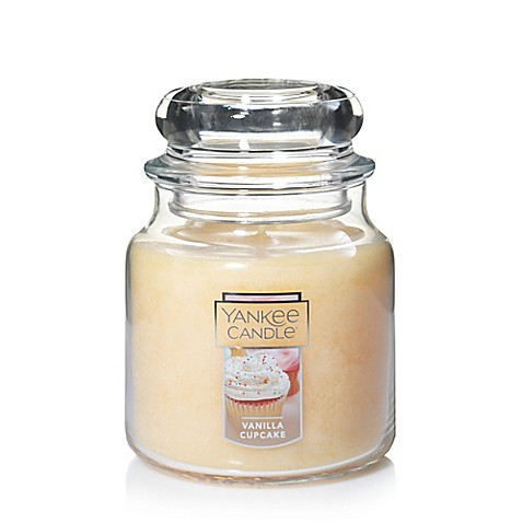 Yankee Candle® Housewarmer® Vanilla Cupcake Medium Classic Jar Candle