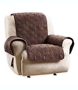 Cubierta protectora para sillón reclinable Sure Fit en chocolate