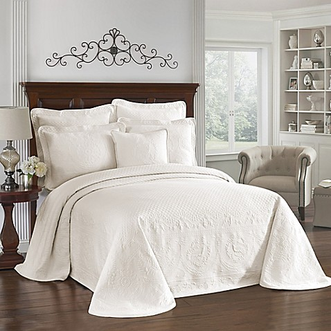 Historic Charleston Collection Matelasse King Bedspread in Ivory