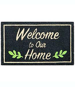 """Tapete para entrada de fibra de coco Simply Essential™ """"Welcome To Our Home"""" de 40.64 x 71.12 cm color negro"""