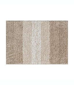 Tapete para baño de poliéster Simply Essential™ de 43.18 x 60.96 cm color beige