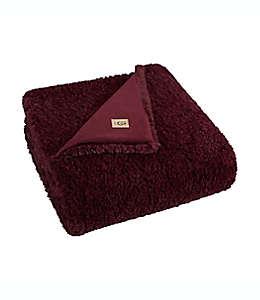 Frazada de poliéster UGG® Teddie reversible color rojo cabernet