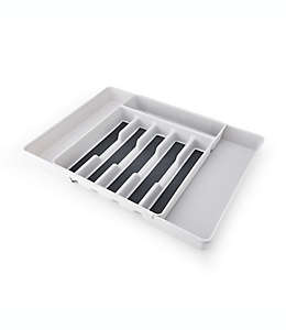 Organizador expandible para utensilios Simply Essential™ de polipropileno color gris