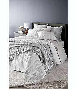 Funda para almohada euro O&O by Olivia & Oliver™ con diseño chevrón color gris