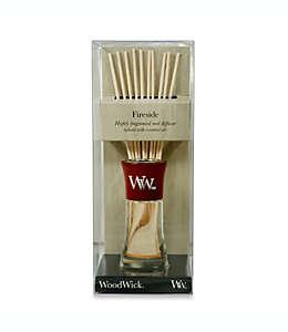 Difusor de varillas WoodWick® Fireside chico aroma a ámbar y vetiver con suave almizcle