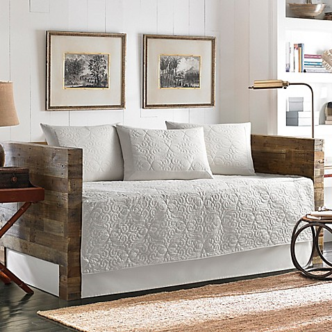 Tommy Bahama 174 Nassau Quilted Daybed Bedding Set In White