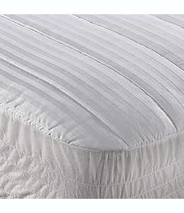 Cubrecolchón king Wamsutta®, a rayas en blanco