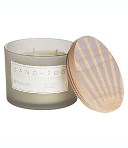 Vela en vaso de vidrio Sand + Fog® Teakwood con tapa de madera