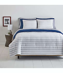 Juego de edredón Simply Essential™ matrimonial/queen a rayas de poliéster color azul