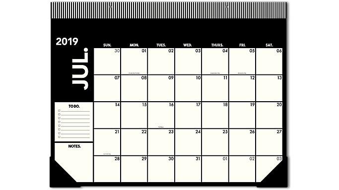 Emily + Meritt  Academic The Large Desk Pad Calendar  (EM200-704A)