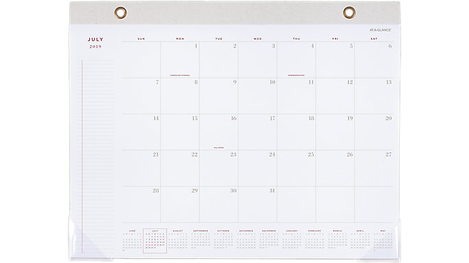 AT-A-GLANCE Signature Collection Academic Monthly Desk Pad  (YP704A)