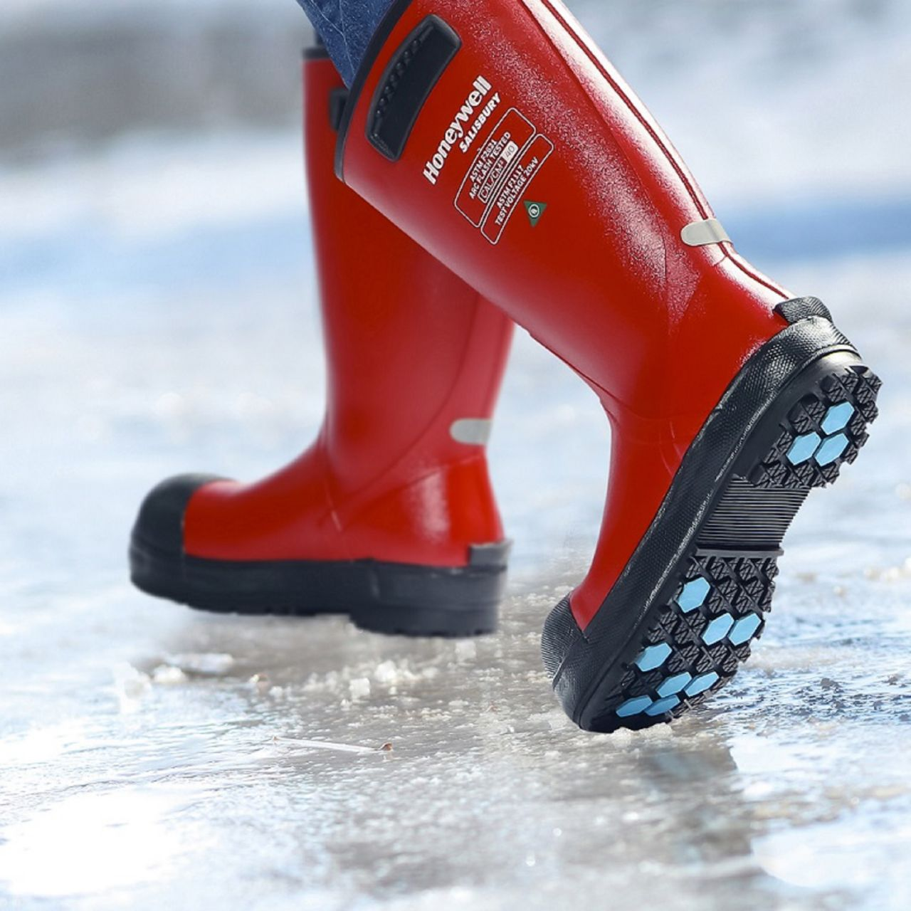 sps-his-electrigrip-thermal-boots-walking-on-ice