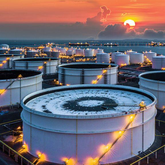 sps-his-gci-oil-storage-tanks-sstk-1086653786