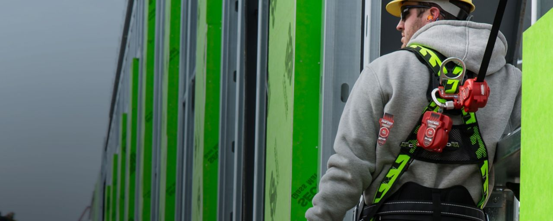 安全吊带、安全带和附件