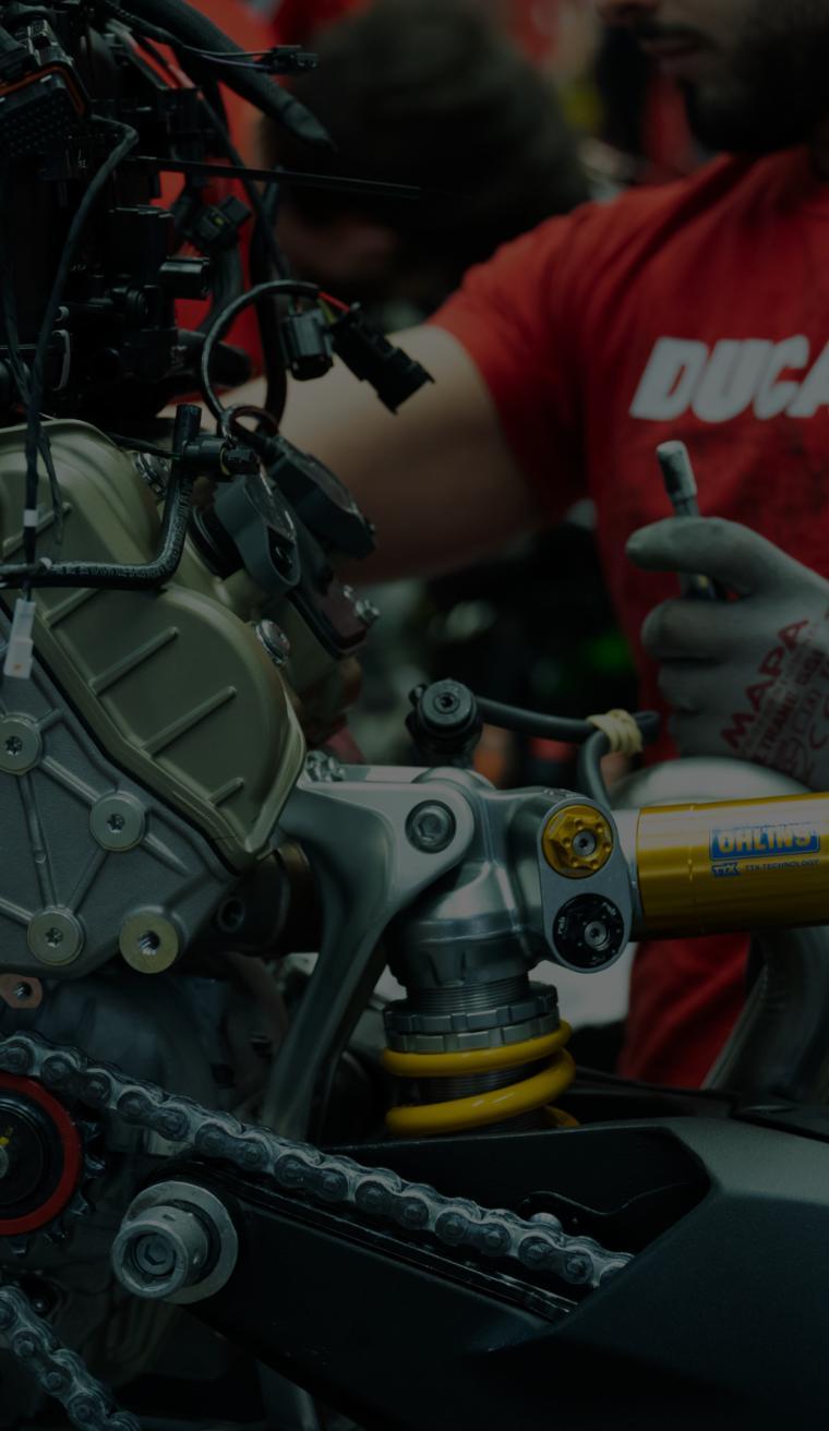 Ducati und Lenovo nutzen gemeinsam Supertechnologie, um Ducati einen Wettbewerbsvorteil vor der Konkurrenz zu verschaffen.