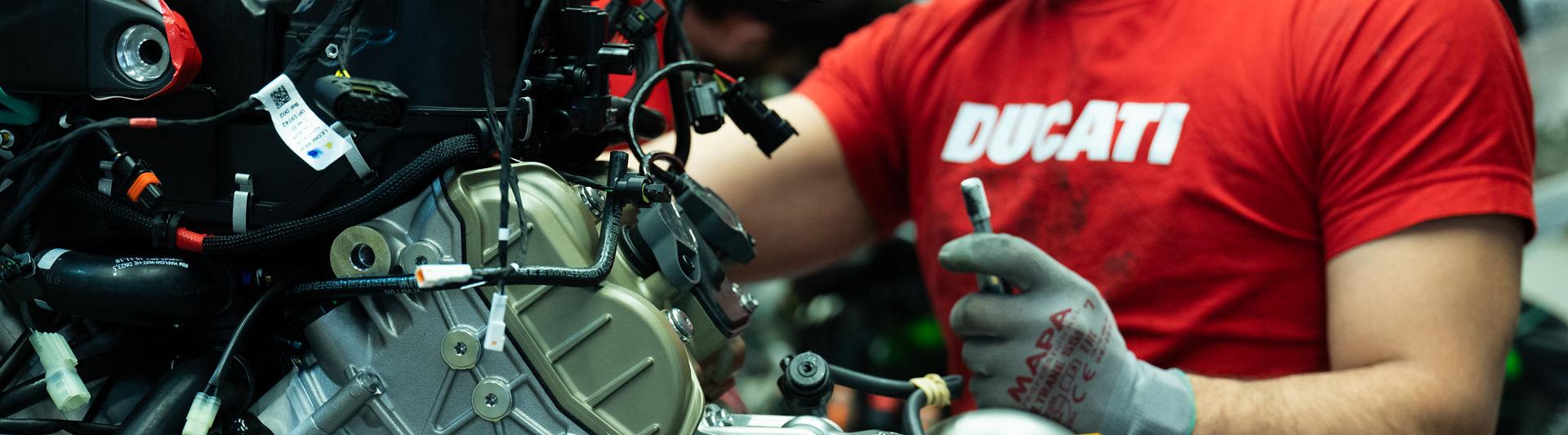 Ducati_Hero_Clean