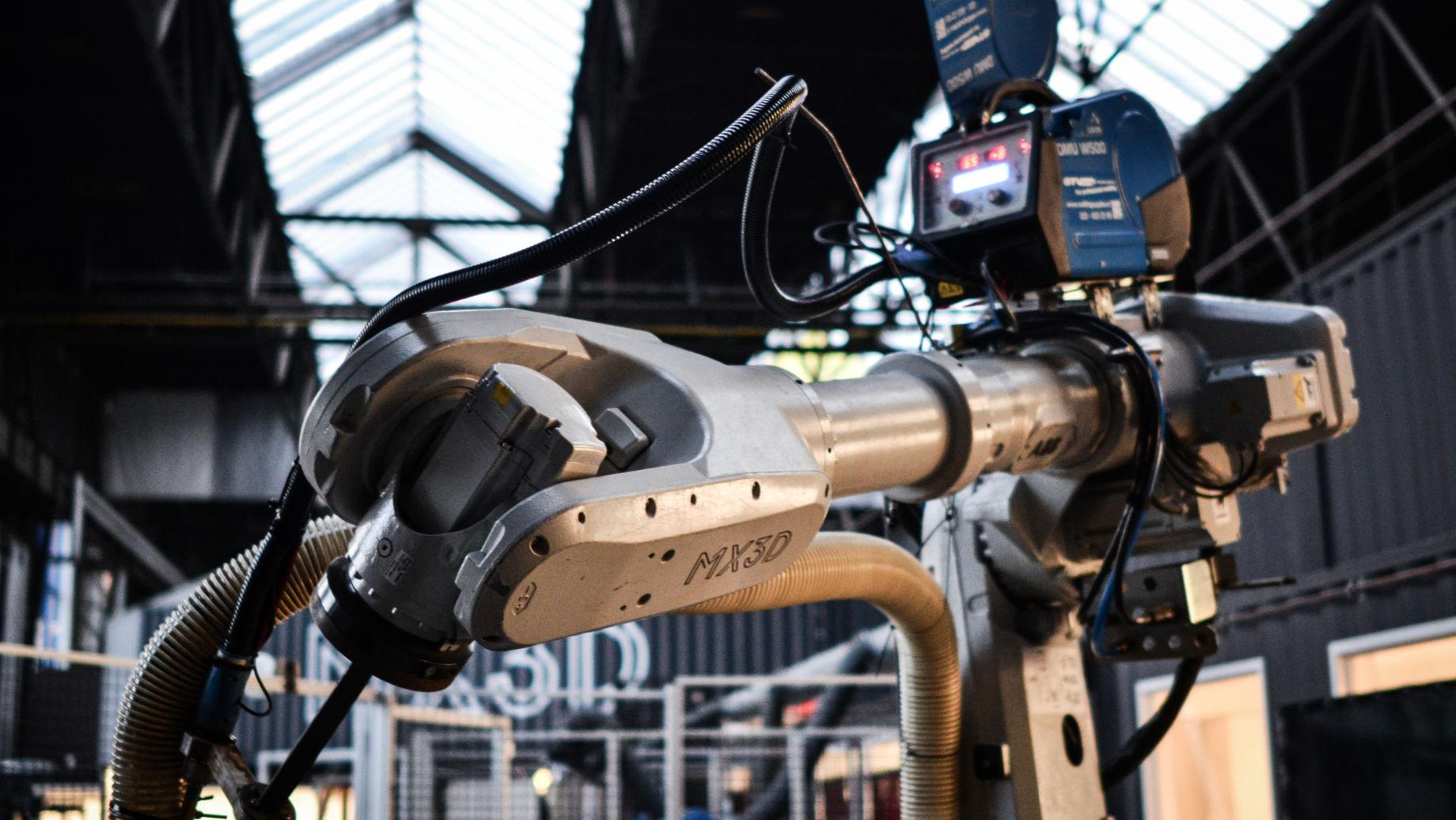 Roboterarm, den MX3D zum 3D-Drucken nutzt.