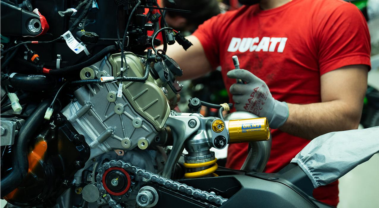 Ducati and Lenovo partner together by using super computing technology to help give Ducati a leading edge over the compeition