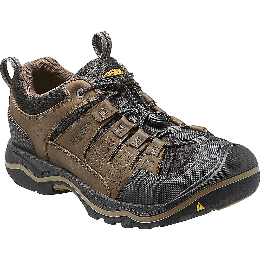 Hike in backcountry or brave cold terrainr-KEEN® shoes are crafted for your excursion. Step onto the trail in waterproof men's hiking boots, built to deliver a cushioned, stable step on any surface. Spend a night on the town in comfortable, casual KEEN® boat shoes for men.