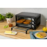 Oster® Convection 4-Slice Toaster Oven, Matte Black, Convection Oven and Countertop Oven image number 4