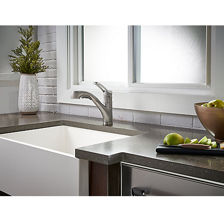 Slate Prive 1 Handle, Pull Out Kitchen Faucet   F 534