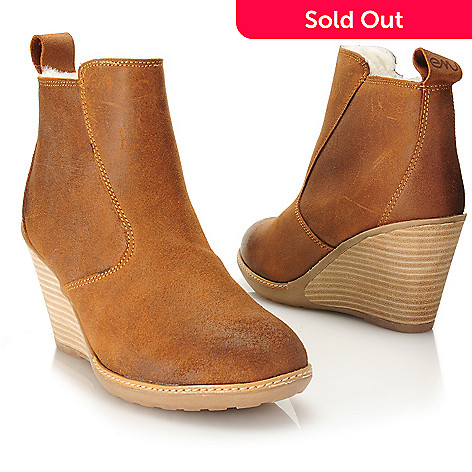 b2d6d4991c0 EMU Waxed Suede Leather & Sheepskin Side Zip Short Wedge Boots