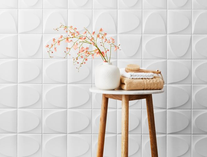 Ordinaire White Ceramic 3 D Wall Tile In Spa Like Bathroom.