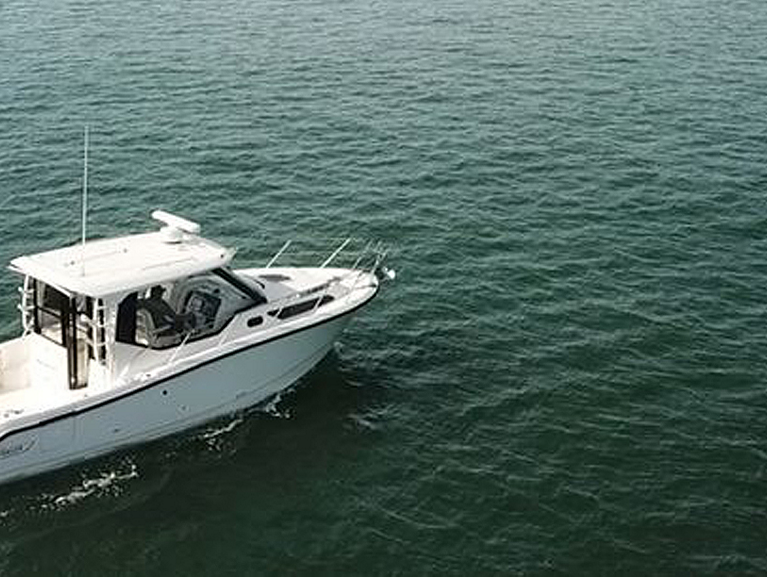 325 Conquest Pilothouse