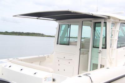 Sunshade at cockpit